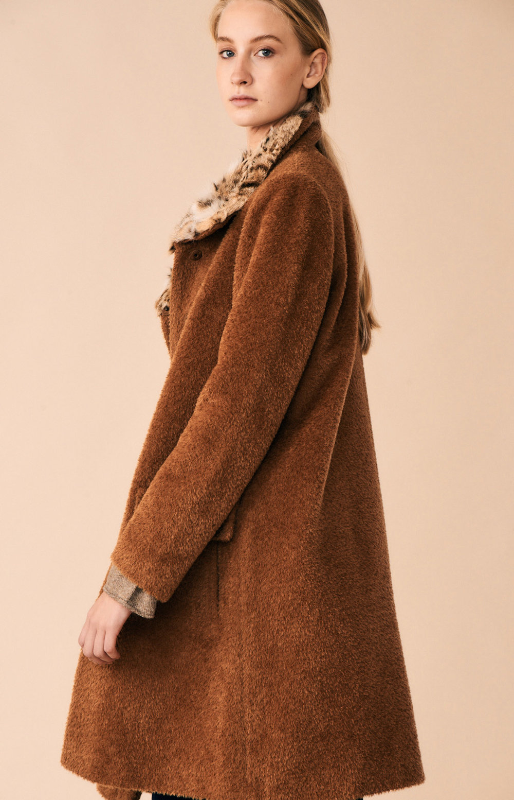 COAT ALIDA WITH FUR AT-329   Colors:  camel , blue  Sizes: XS, S, M, L, XL