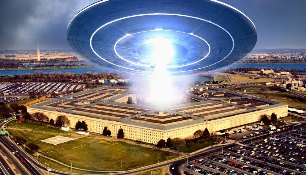 v2-GettyImages-74065771-ufo-pentagon-aliens-1120.jpg