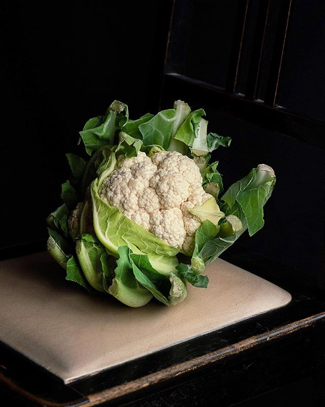 The portrait of a cauliflower. 🖤 Happy happy HAPPY Friday everyone!✨