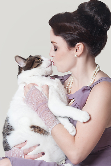 Paola-Paladini-Studio-Woman-and-cat-kissing