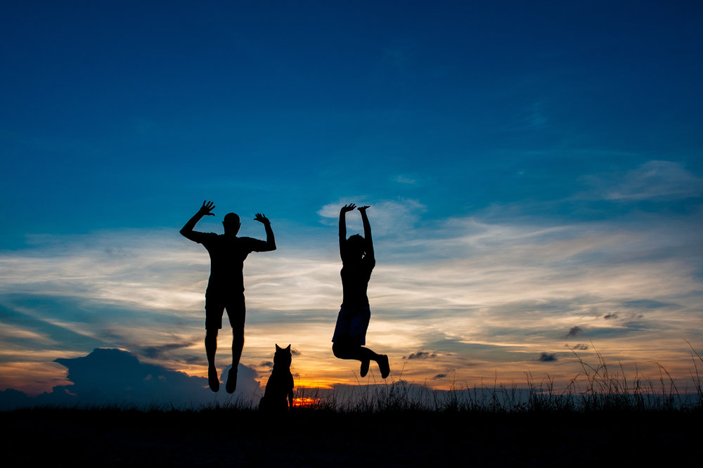 Paola-Paladini-Sunset-Silhouettes-Dog-Couple-Jump