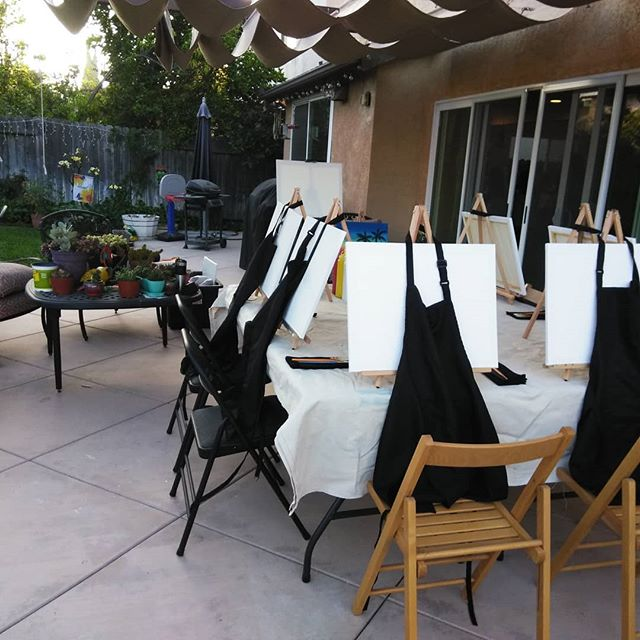 Setup for a #birthday girl's painting class! #birthdayparty #paintparty #kidsart #orangecounty #localartist #lusciousbrush #artparty #partyideas