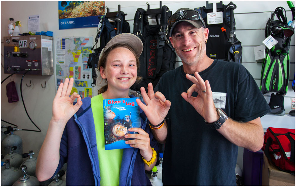 Georgia Poyner with her first Dive certificate and her dive trainer Garran.