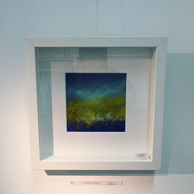 """Cette """"Herbe bleue"""" a trouvé un nouveau chez-soi hier. Une très belle œuvre de Katy Becchia-Sala. La galerie sera ouverte cet après-midi de 14h à 18h. #exposition #pastel #centredart #art #auvillar #exhibition #womeninart #artiste #artist #herbebleue #arkad #artcenter"""