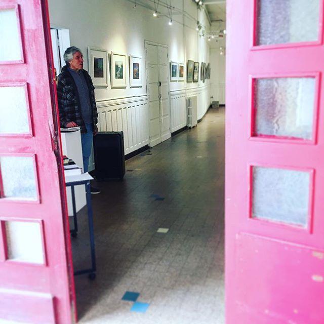 Les portes sont ouvertes! Venez passer une partie de l'après midi avec nous. #centredart #artcenter #art #pastel #galerie #gallery #galeriedart #artgallery #artiste #artist #exposition #exhibition