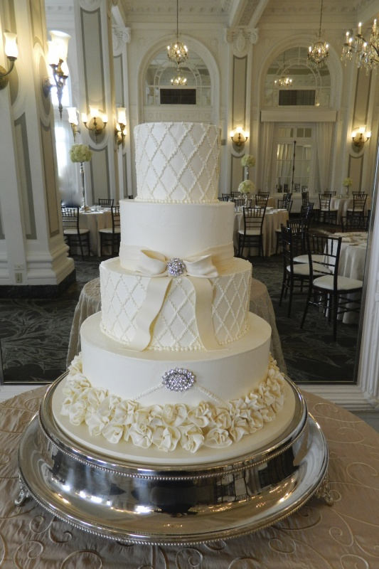 wedding - 4 tier white cake with alternating criss cross layers.JPG