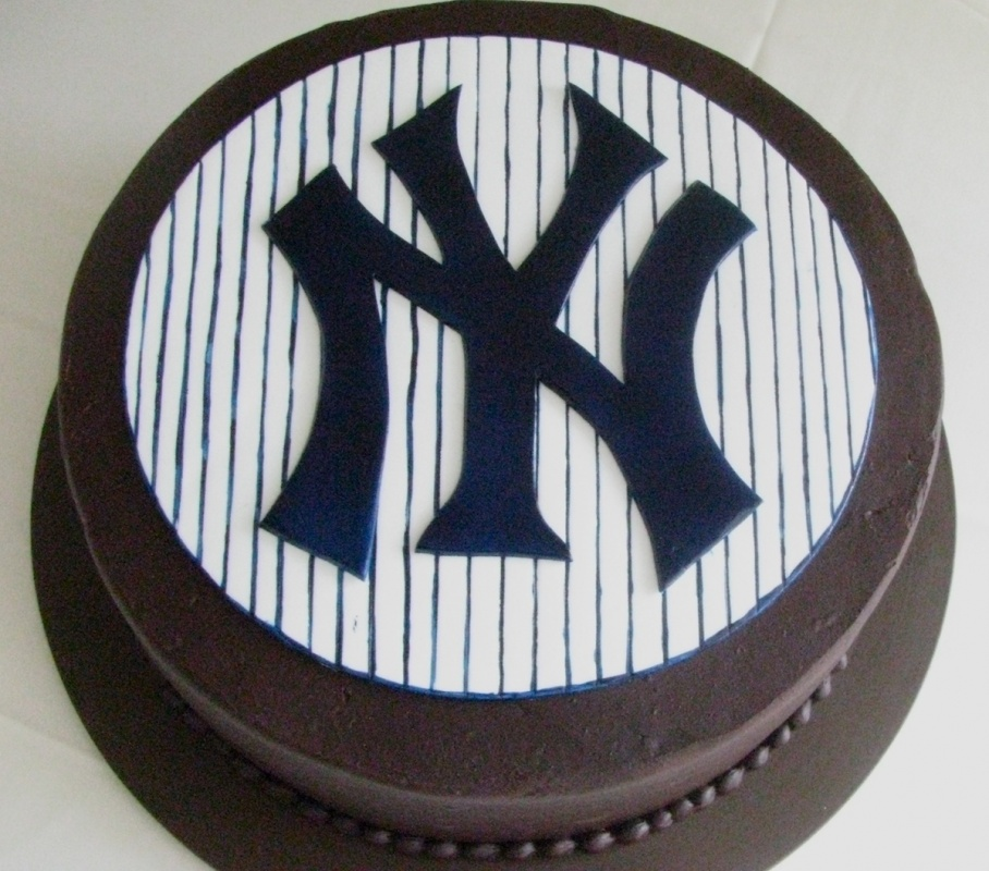 grooms cake - new york yankees.jpg