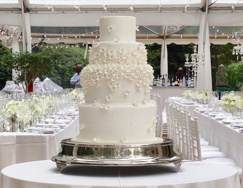 wedding cake - Hydrangia blossoms.jpg
