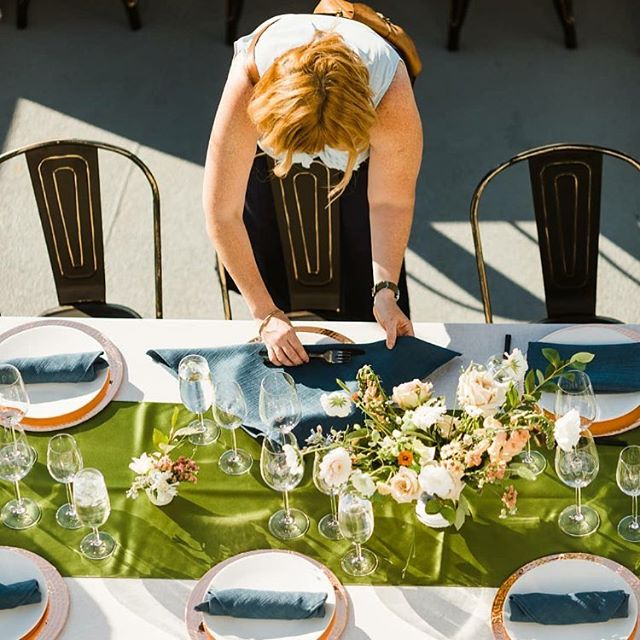 Rolling with it is part of managing an event!  Lesson learned, as cool and striking as the urban slate black flatware is- it is not meant to be in the sun. Impromptu roll-ups. Had so much fun on The Hiyu hosting Wedding Network Seattle this past July.  PC: @mollyblairphoto  Venue: @onthehiyu  Floral: @leahericksonfloral  Tablesetting: @cortpartyrental