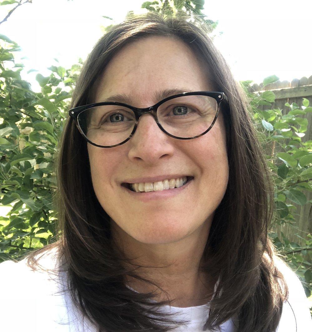 Alisa Wolf    Alisa y su esposo Eric tienen 4 hijos, cuyas edades oscilan entre los 17 y los 23 años. Alisa ha trabajado en el mundo sin fines de lucro por más de 20 años y actualmente cursa su maestría en asesoramiento clínico en Metro State en Denver. Alisa también dirige un negocio de catering por un lado y ha atendido varios eventos de Reintegra.