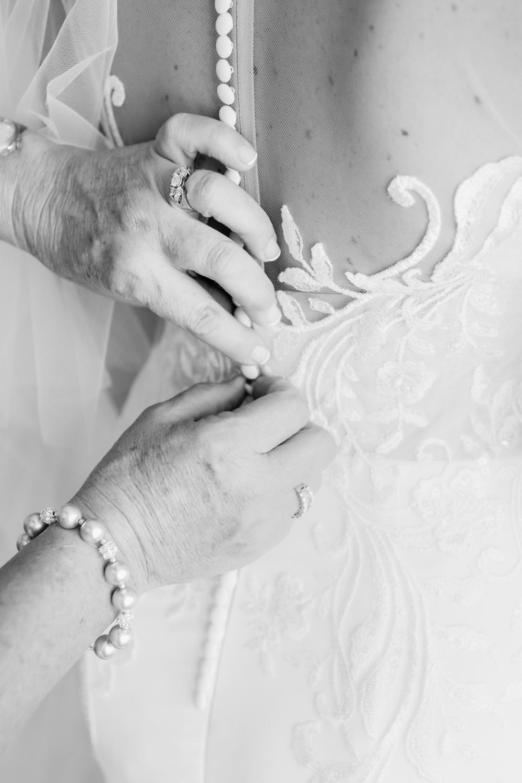 wedding-0112-dress-gown-buttons-back-mum-brisbane.jpg
