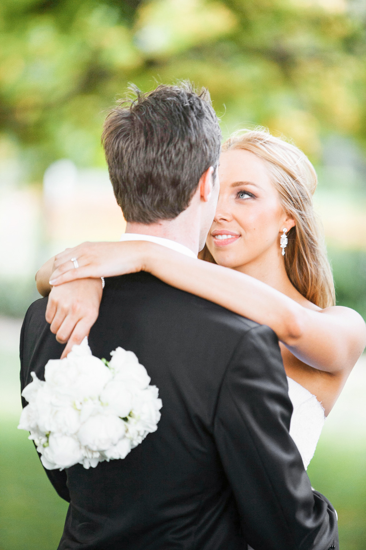 wedding-0280-bride-flowers-white-garden-brisbane.jpg