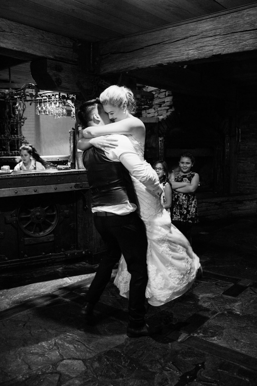wedding-0344-stoneridge-estate-reception-dance-queensland.jpg