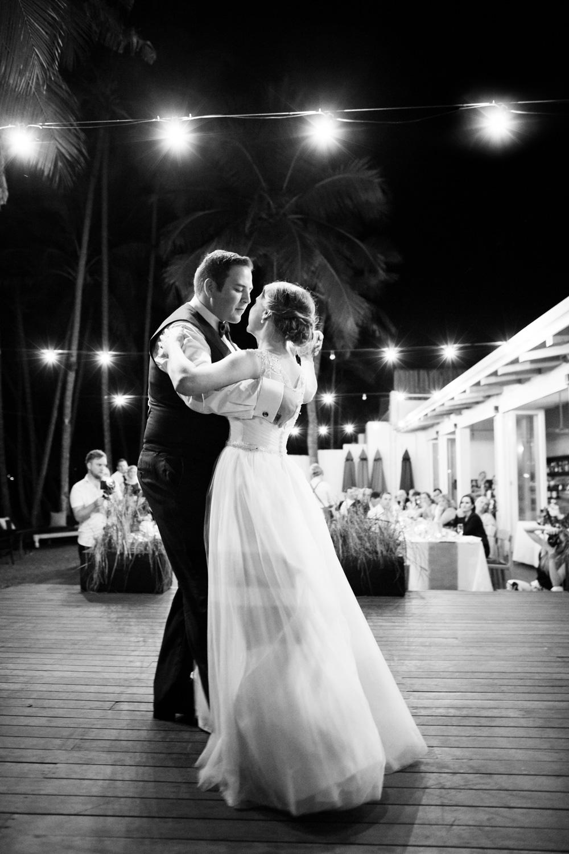 wedding-0548-palm-cove-lightbulbs-dancing-queensland.jpg