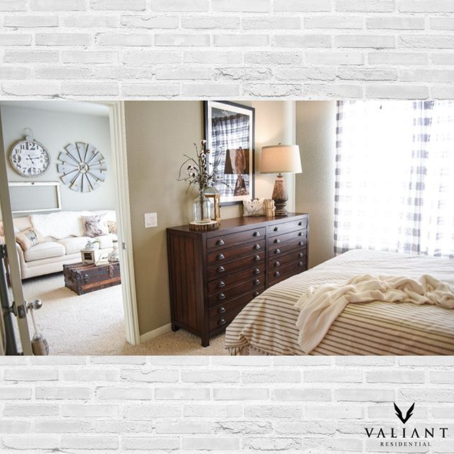Who's out there shopping for #blackfriday and who'd rather stay holed up in their cozy home? 📸: @gatewayoaks  #bevaliant #propertymanagement #realestate #apartments #multifamily #home #shopping
