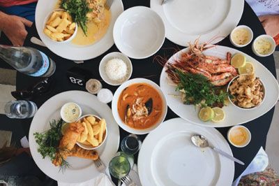 Cape Town is the home for some of the best restaurants in the world. Seafood, meat, vegetarian - there's something for everyone. A divine culinary experience guaranteed!