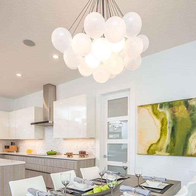 Still in love with this light...... #tbt 📸 @demetrigianni . . . Designed by @moderneradesign #moderneradesign #tbt #newlybuilt #modern #art #living #kitchendesign #color #lighting #interiordesigner #interiordecorating #instagood #stilllovemyjob #yegdesign #yegdesigner #home #space #instadesign #instadecor