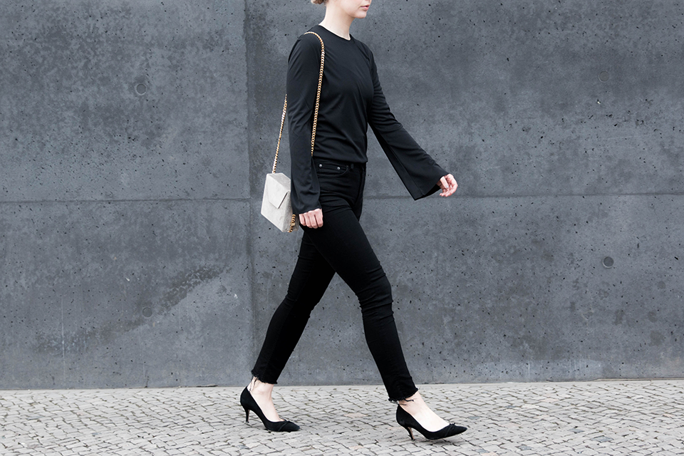 noa-noir-fashion-outfit-all-black-monochrome-minimal-inspiration-oversized-bell-sleeves-theslctd-chainbag-kitten-heels-3.png
