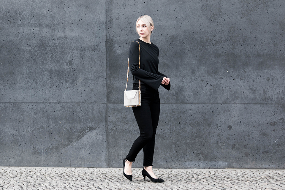 noa-noir-fashion-outfit-all-black-monochrome-minimal-inspiration-oversized-bell-sleeves-theslctd-chainbag-kitten-heels-1.png