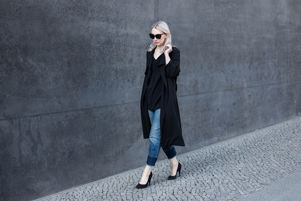 noa-noir-fashion-outfit-all-black-cropped-fringed-denim-minimal-streetstyle-inspiration-2.png