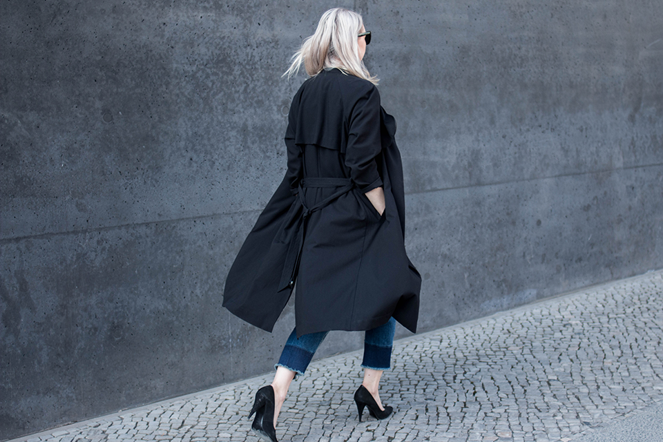 noa-noir-fashion-outfit-all-black-cropped-fringed-denim-minimal-streetstyle-inspiration-4.png