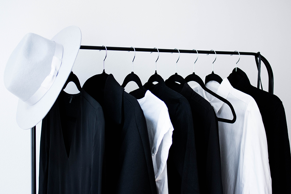 noa-noir-lifestyle-fashion-musings-minimalist-wardrobe-inspiration-closet-confessions-monochrome-style-1.png