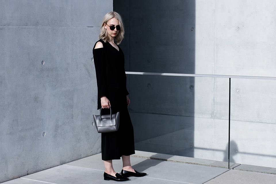 noa-noir-fashion-outfit-monochrome-spring-style-inspiration-patent-loafers-mini-bag-1-3.png