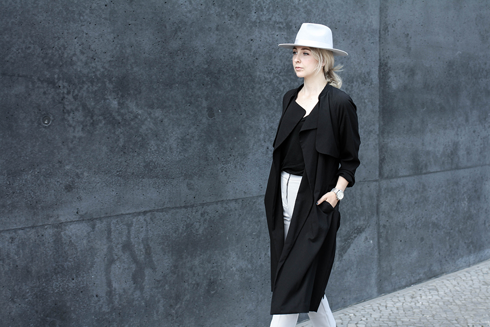noa-noir-fashion-outfit-monochromatic-look-with-hat-minimalist-style-inspiration-black-and-grey-1-1.png