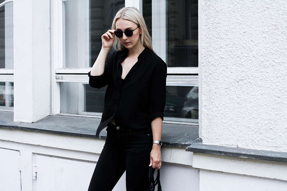 noa-noir-fashion-outfit-minimal-monochrome-all-black-spring-streetstyle-2.png