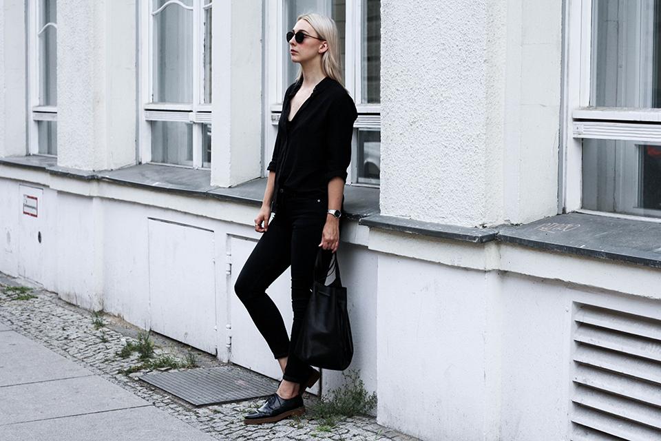 noa-noir-fashion-outfit-minimal-monochrome-all-black-spring-streetstyle-4.png