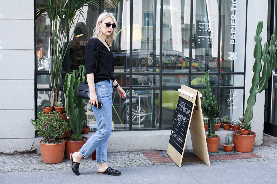 noa-noir-fashion-outfit-closed-archive-pedal-pusher-denim-minimal-summer-style-4.png
