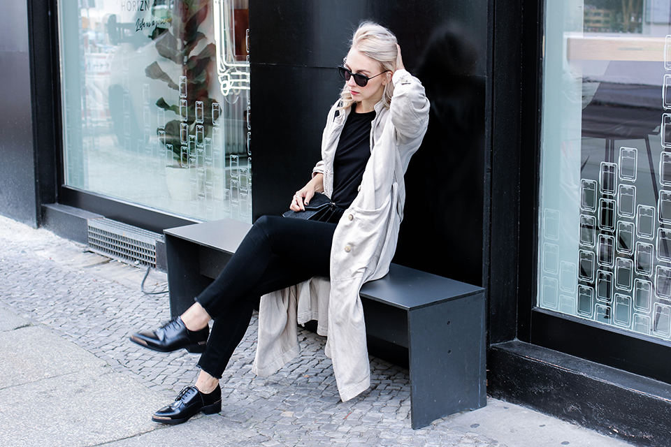 noa-noir-fashion-outfit-avelon-bluchers-closed-trench-coat-monochromatic-streetstyle-1.png