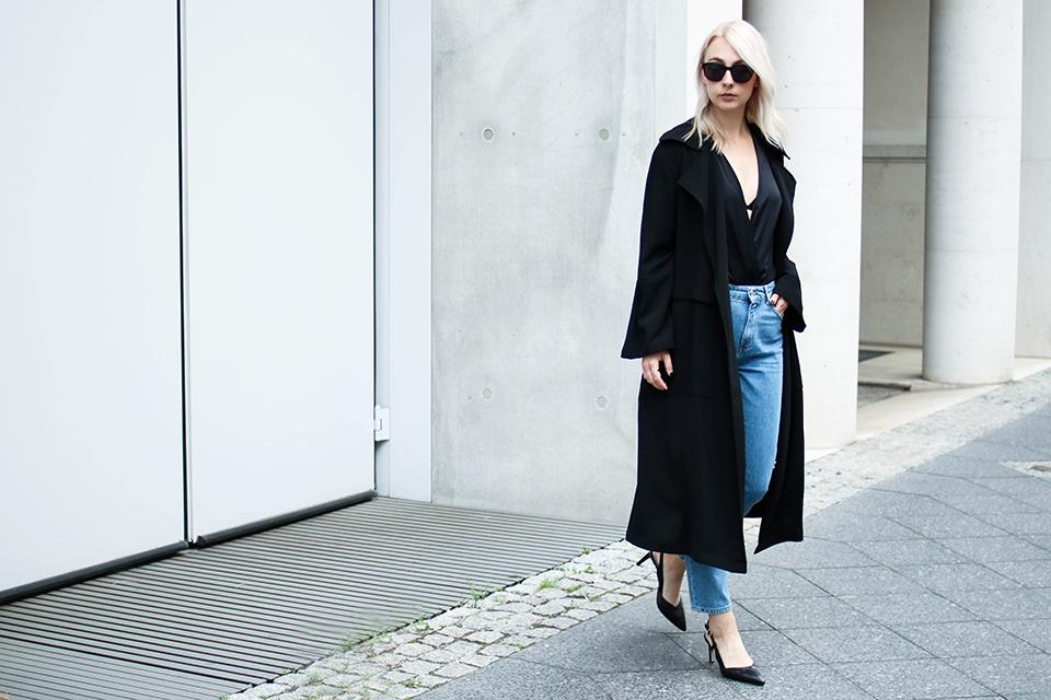 noa-noir-fashion-outfit-high-waisted-denim-minimal-fall-streetstyle-inspiration-silk-body-1.png