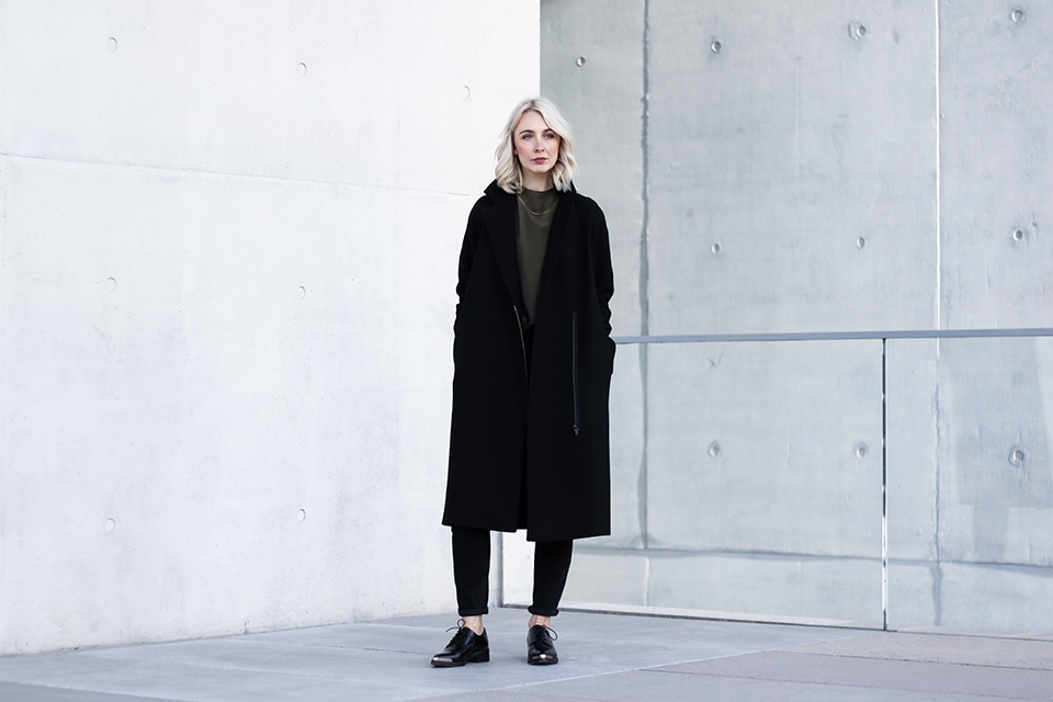 noa-noir-fashion-outfit-minimal-winter-inspiration-cos-khaki-olive-green-avelon-shoes-1.png