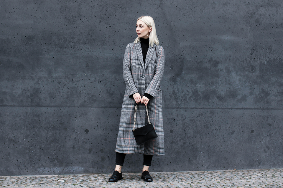 noa-noir-fashion-outfit-minimal-winter-inspiration-plaid-tartan-coat-fw16-trend-1.png