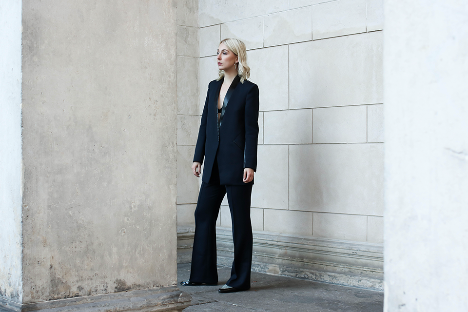 noa-noir-fashion-monochrome-outfit-suit-up-minimal-christmas-outfit-inspiration-lalaberlin-1.png