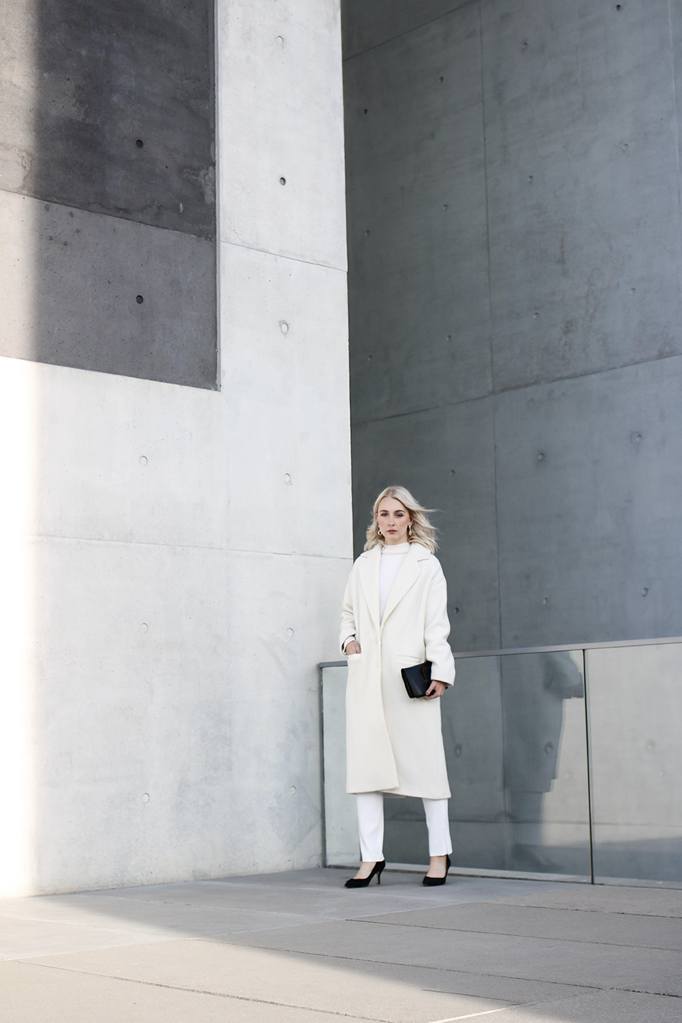 noa-noir-fashion-outfit-all-white-monochromatic-winter-look-lalaberlin-lalagirls-berlin-minimalist-streetstyle-1.jpg