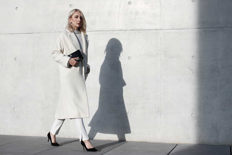 noa-noir-fashion-outfit-all-white-monochromatic-winter-look-lalaberlin-lalagirls-berlin-minimalist-streetstyle-2.jpg