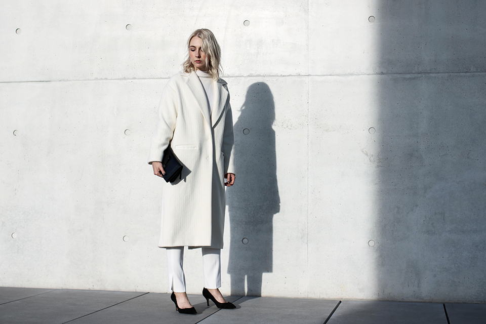 noa-noir-fashion-outfit-all-white-monochromatic-winter-look-lalaberlin-lalagirls-berlin-minimalist-streetstyle-4.jpg