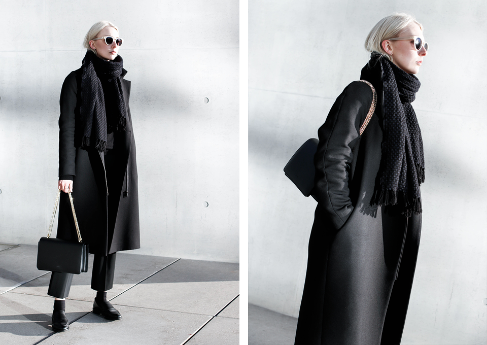 noa-noir-fashion-outfit-all-black-monochrome-minimal-inspiration-chain-bag-silver-blonde-3.png
