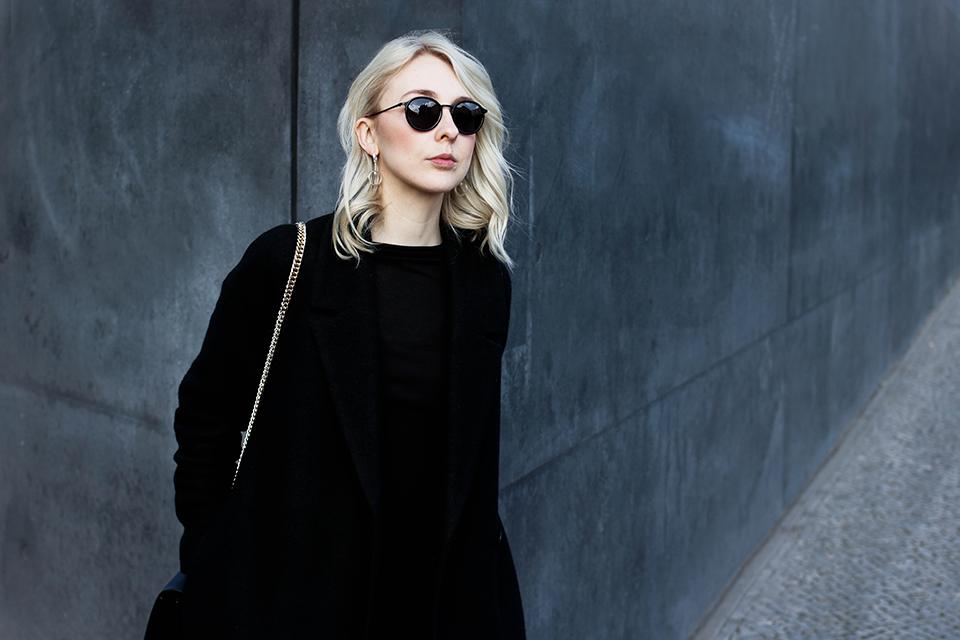 noa-noir-fashion-outfit-all-black-monochrome-woven-silver-blonde-hair-2.png
