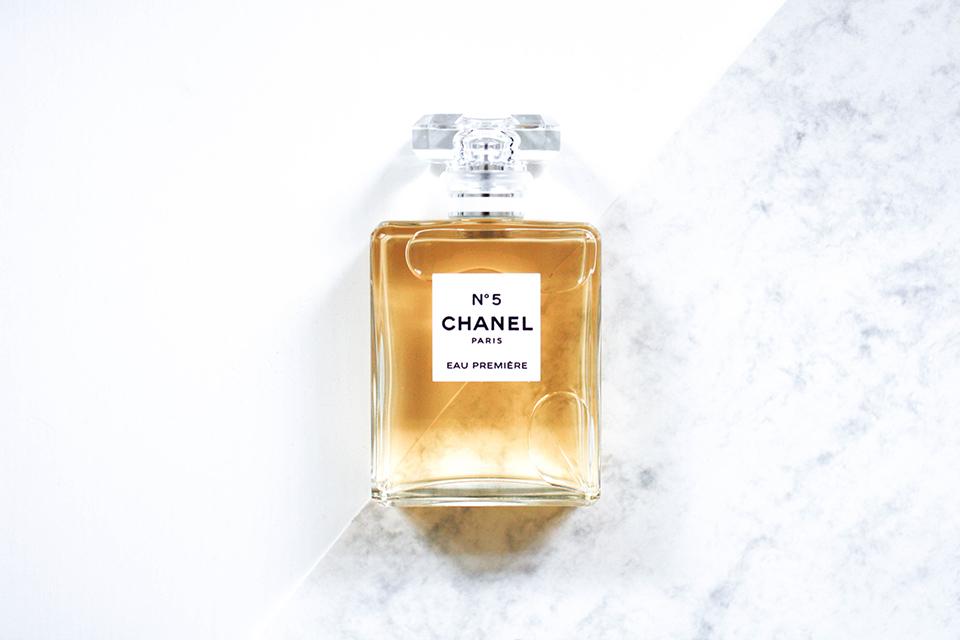 noa-noir-beauty-perfume-parfum-chanel-no-5-art-eau-premiere-marble-1.jpg