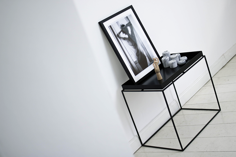 noa-noir-art-interior-hay-tray-side-table-minimal-interior-inspiration-berlin-all-white-apartment-2.png
