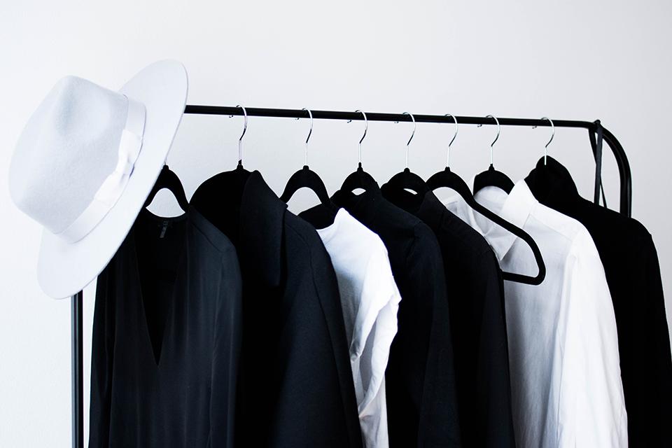 noa-noir-lifestyle-fashion-musings-minimalist-wardrobe-inspiration-closet-confessions-monochrome-style-1.png