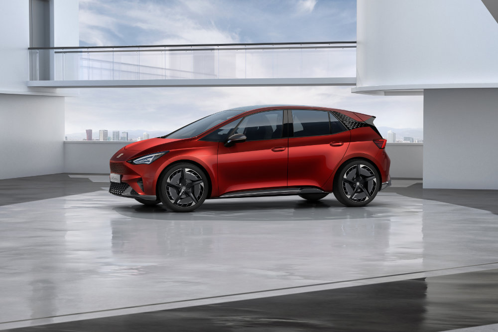 SEAT-el-Born-plugged-into-electric-mobility_04_HQ.jpg
