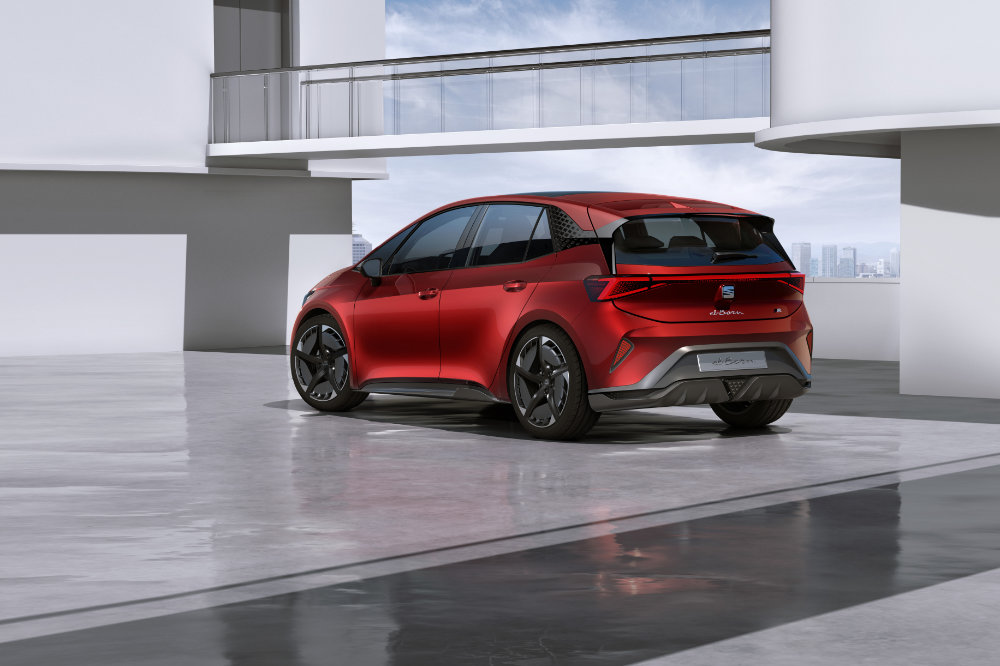 SEAT-el-Born-plugged-into-electric-mobility_06_HQ.jpg