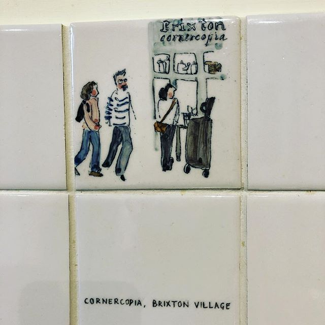 These kitchen tiles were made by a talented Islington friend Helen Beard - a wonderful artist, beautiful woman #inspiringwomen #girlsthatmakestuff #ceramics #interiors #kitchentiles