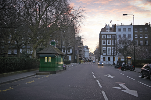 Cabbie-Shelters-in-and-out-Pont-Street-Mar-06-2014-exterior.png