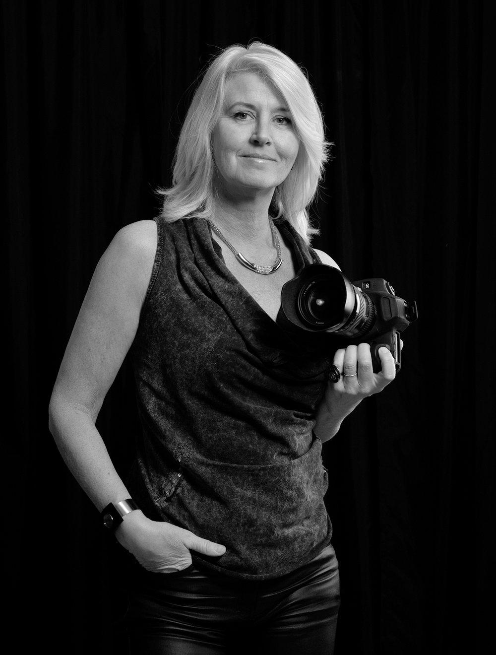 FOTOGRAFE JEANNETTE MAAKT GLAMOUR, NAAKT EN EROTISCHE FOTOGRAFIE VANUIT HAAR STUDIO IN ZEIST