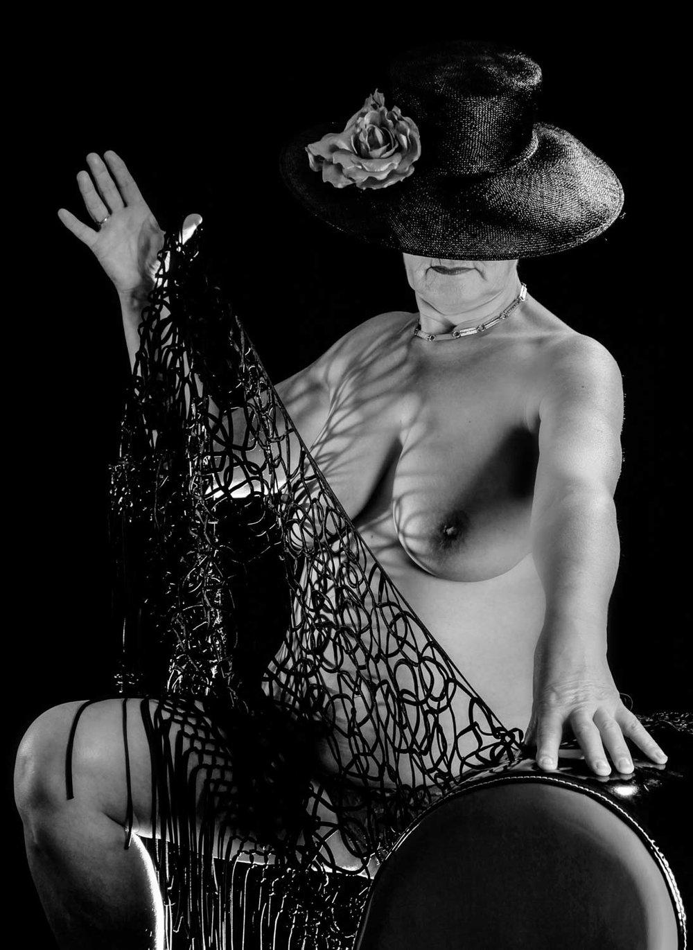 Smartfocus-glamour-naakt-erotische-fotoshoot-oudere-vrouw.jpg